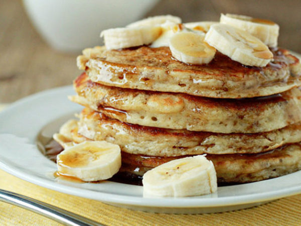 fluffy-banana-pancakes-recipe-660x430